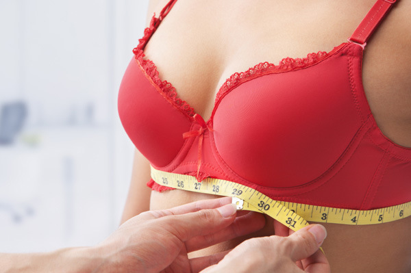 woman-having-bra-fitting